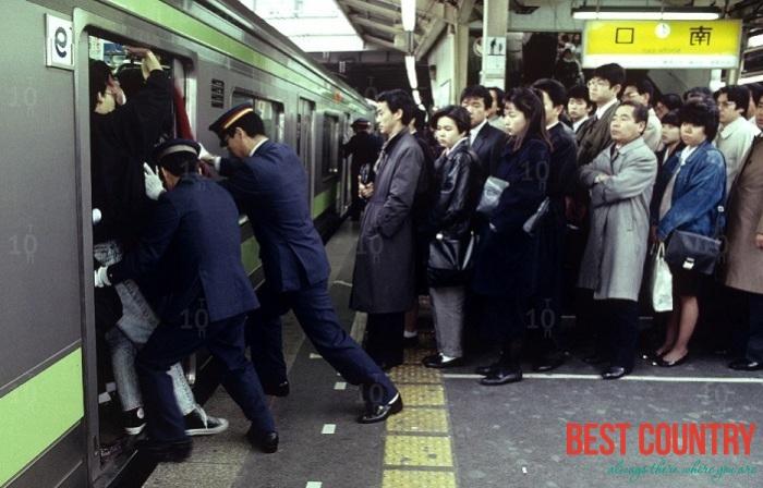 Час пик в Японии (фото)