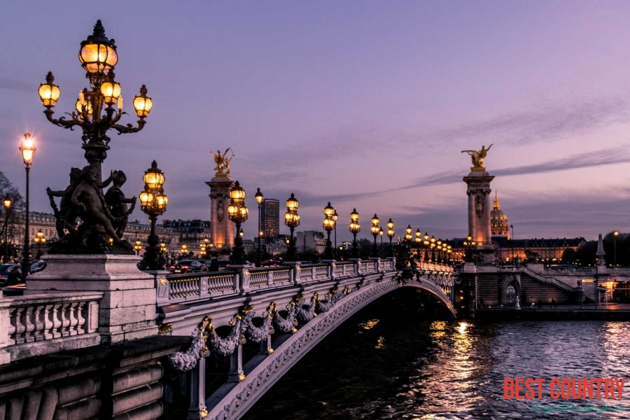 Франция заняла первое место по туристической посещаемости