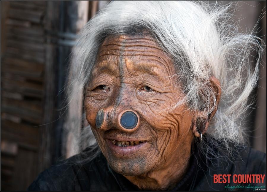 Почему женщинам народа Нисю вставляли в нос деревянную пробку?