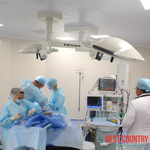 Медицина в Суринаме